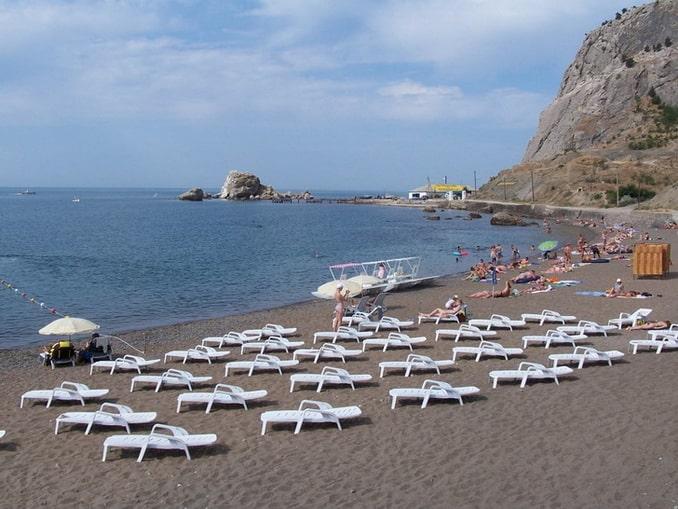 Песчаный пляж в Судаке