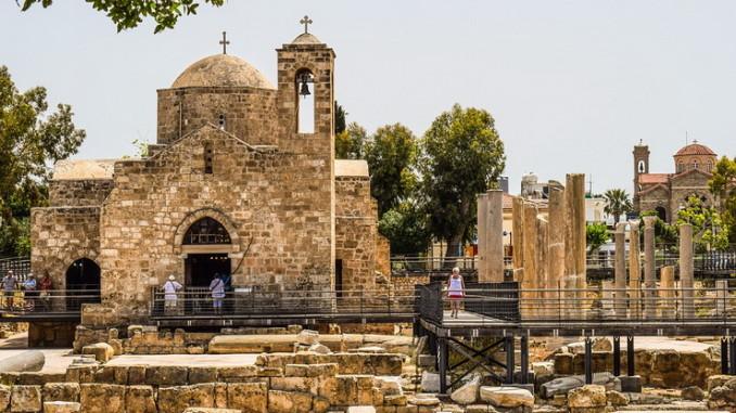 Развалины и церковь Айя Киринаки