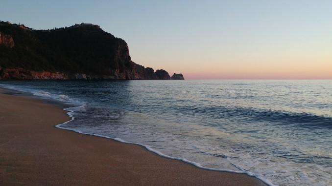 Пляж Дамлаташ в Аланье