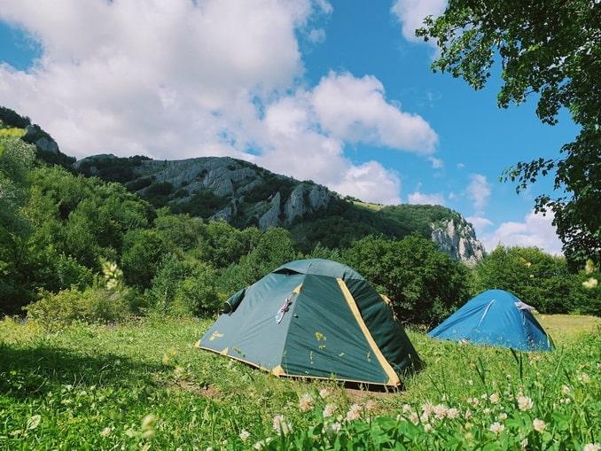 Палатки в горах под Ялтой в мае