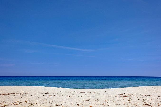 Песчаный пляж в Крыму