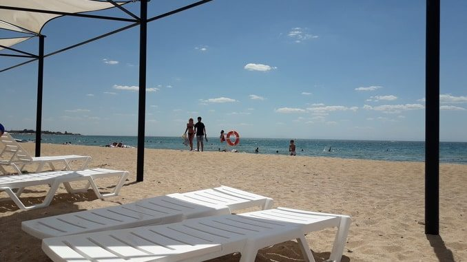 Пляж в Заозерном, Крым