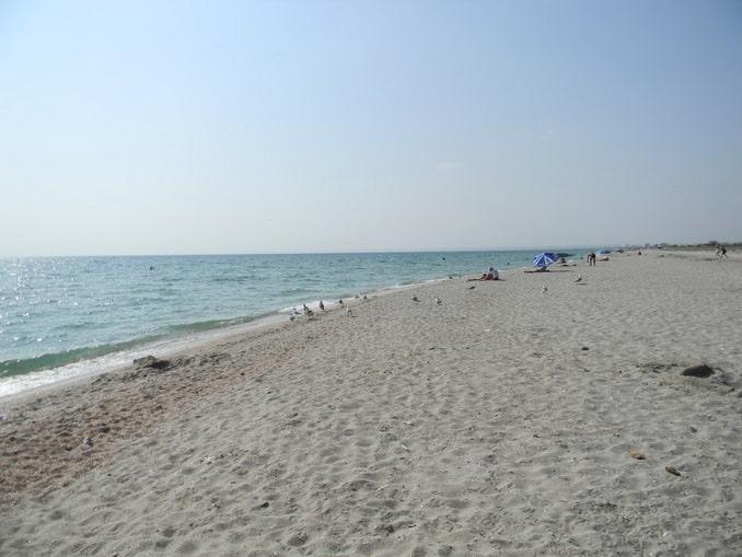 Пляж в Мирном
