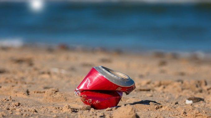 Мусор на пляже, Крым