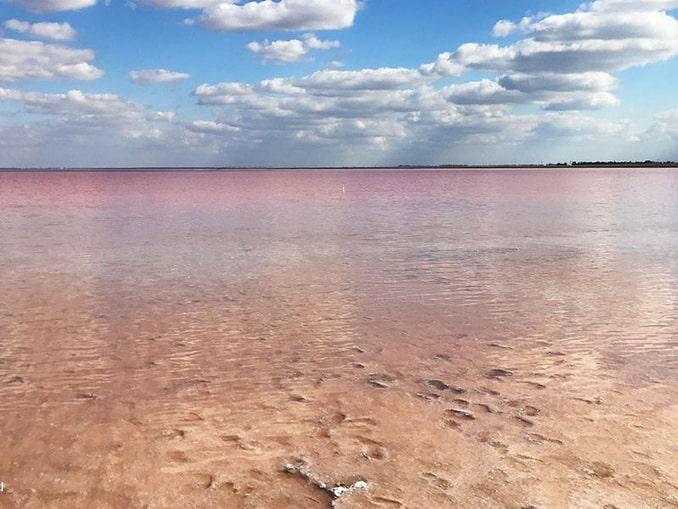Озеро Сасык-Сиваш нужно посмотреть в Евпатории