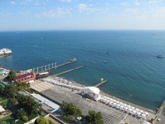 Море в Сочи в июне