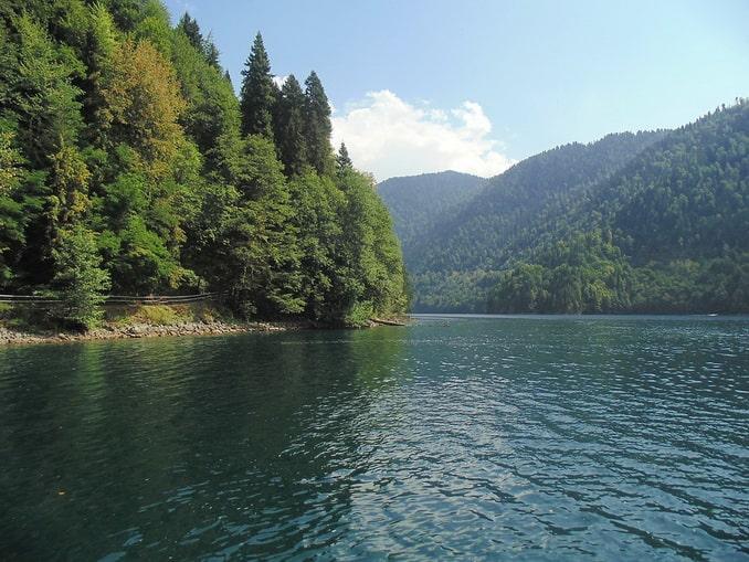 Озеро Рица - главное, что нужно посмотреть в Абхазии