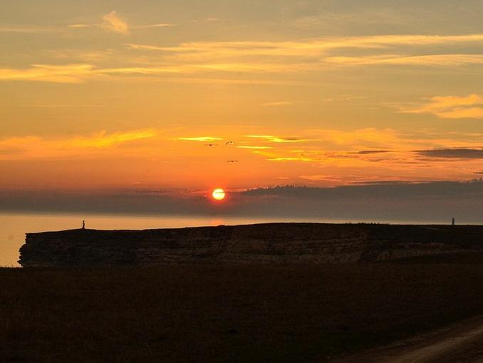 Поселок Оленевка, в Крыму - закатное солнце