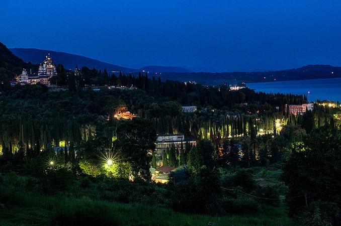 Новый Афон вечером, август, фото Ovchinnikov Dmitriy