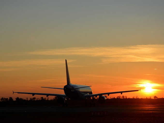 Самолет в аэропорту Симферополя