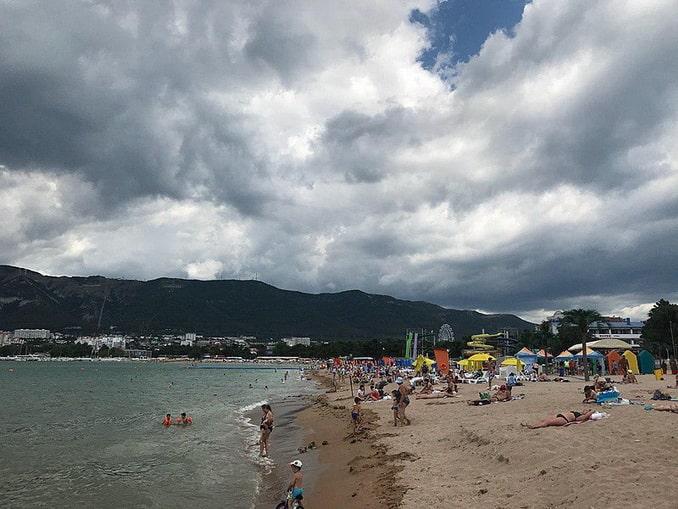 Пляж в Геленджике в июне, фото Chtotakoeosen