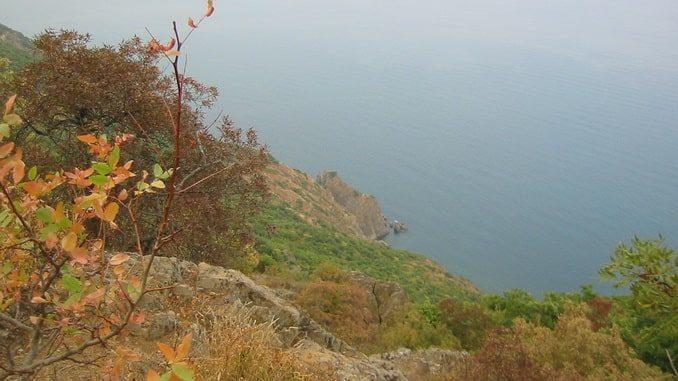 Крым в октябре, скалы и море