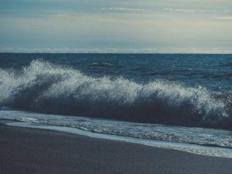 Сочи, осень, пляж в Адлере