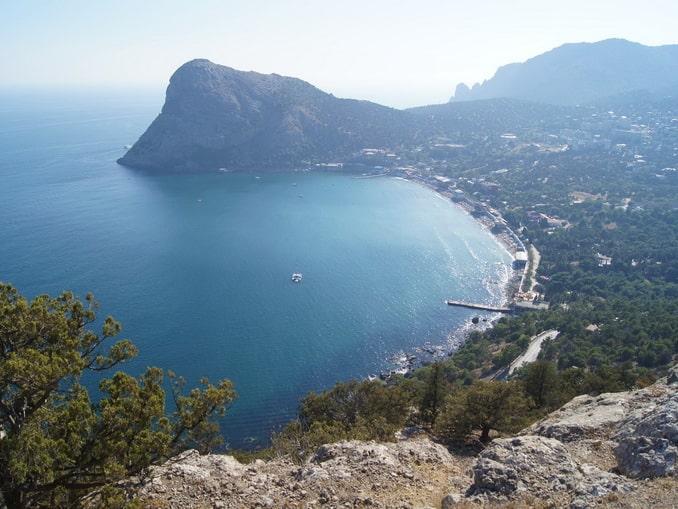 Вид на Судак, октябрьский Крым