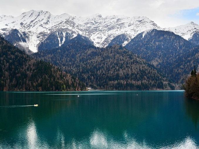 Абхазия зимой, озеро Рица