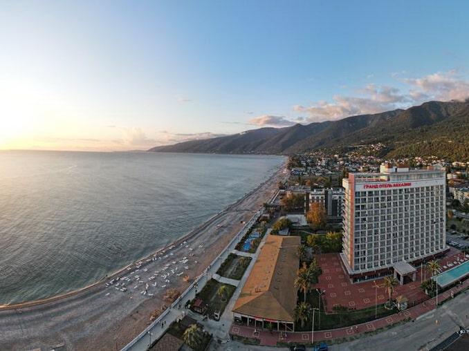 Гранд Отель Абхазия, вид на побережье