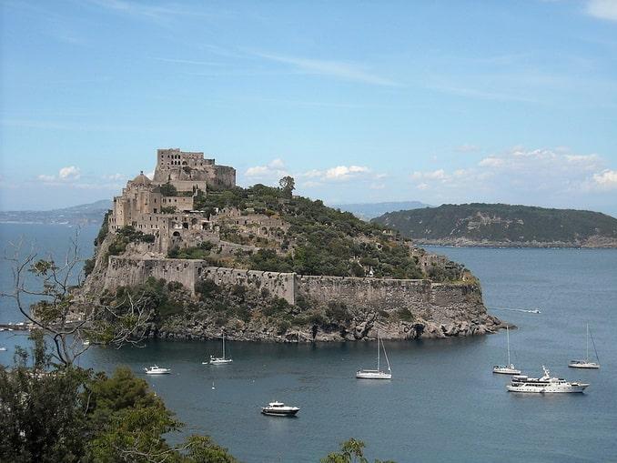 Арагонский замок, Искья, Италия