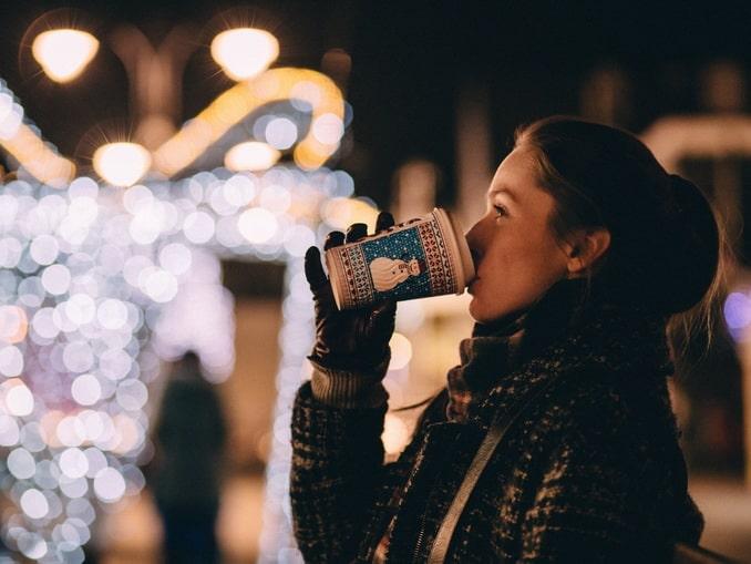 Девушка, кофе, зима
