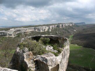 Крым в марте, вид с Чуфут-Кале