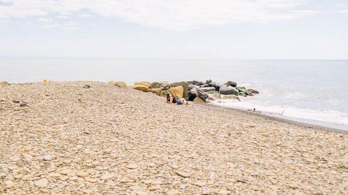 Пустынный пляж в Сочи - можно ли ехать?