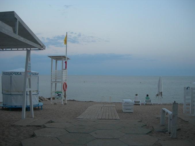 Вечерний пляж в Евпатории в начале сентября