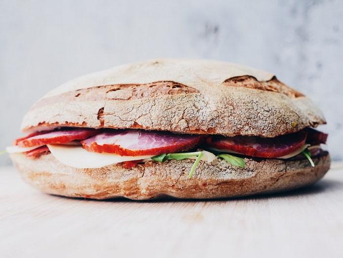 Сэндвич нужно взять с собой в дорогу