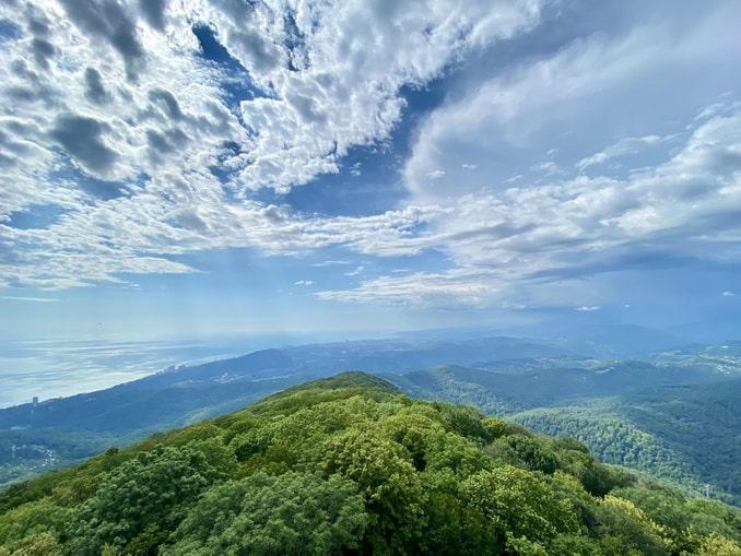 Вид с Ахуна на горы и Черное море в июне
