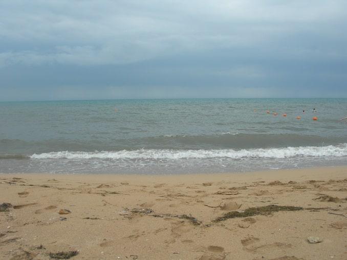 Пляж в Евпатории в сентябре