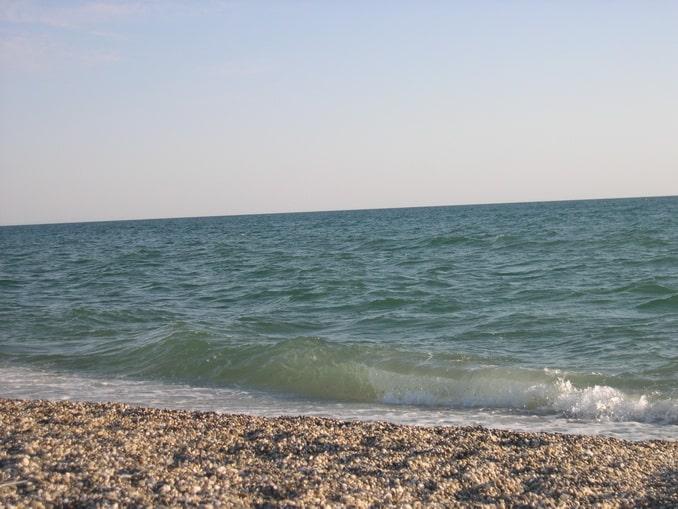 Море и пляж: температура воды в Евпатории в октябре достигает +20 градусов